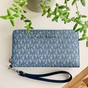 MICHAEL KORS | logo smartphone wallet light blue